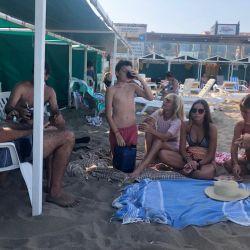Karina Rabolini se mostró acaramelada con su novio y su familia en Pinamar