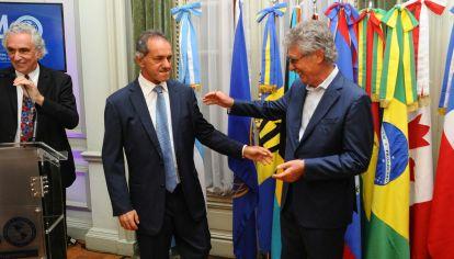 El Instituto Interamericano de Cooperación para la Agricultura distinguió a Hugo Sigman y despidió a Daniel Scioli.