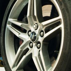 Ford desarrolló tuercas de bloqueo de rueda impresas en 3D.