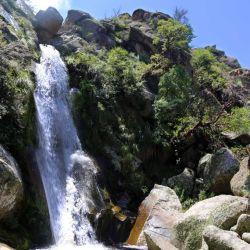 Las Cascadas Gemelas, un salto de agua donde dos torrentes se juntan y van a parar al fondo de una gran grieta.