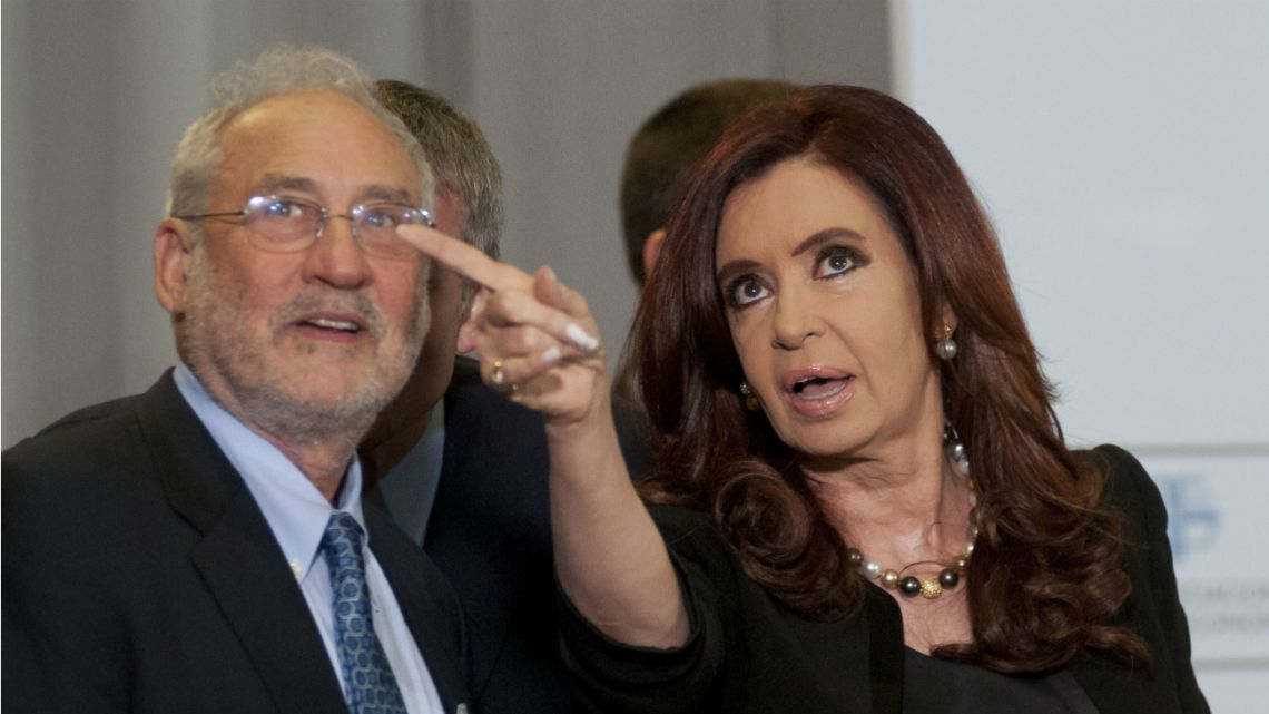 Former President Cristina Kirchner with Nobel Laureate in Economics Joseph Stiglitz during the opening ceremony of a seminar in 2012.