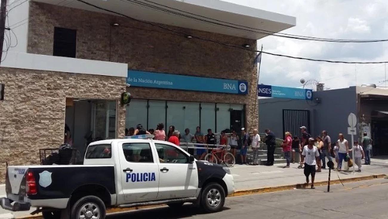 El frente del Banco Nación de Isidro Casanova.