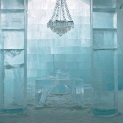 Cada invierno se reconstruye de cero usando como material 30.000 toneladas de hielo y nieve.