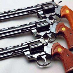 Colt Python, una reedición del emblemático revólver de calibre .357 Magnum.