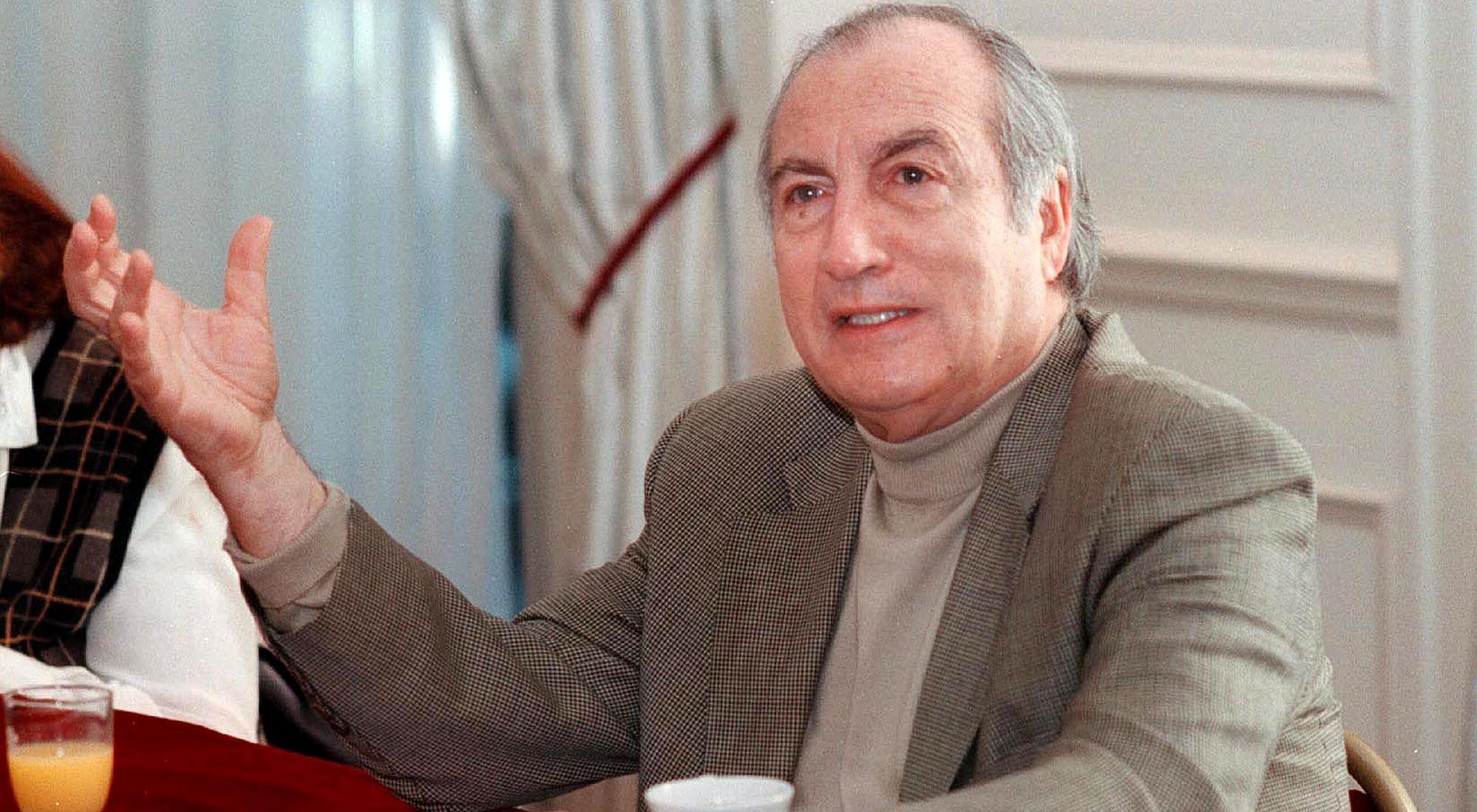 Tomás Eloy Martínez (16 de julio de 1934, San Miguel de Tucumán - 31 de enero de 2010, Buenos Aires)