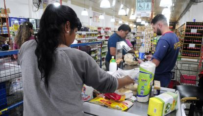 alimentar. Es una tarjeta de débito con la que solo se pueden comprar alimentos y productos de limpieza.