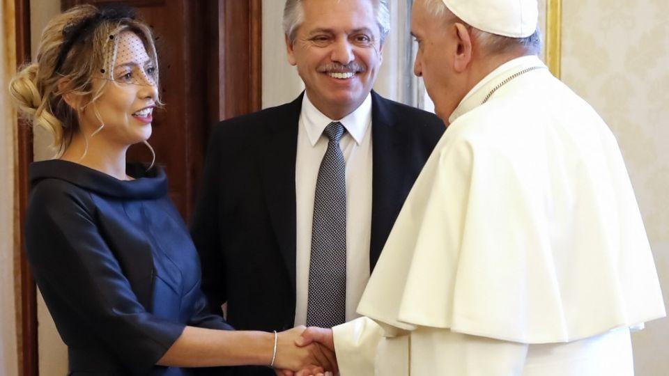 Fabiola Yanéz dio cátedra de elegancia con su atuendo para visitar al Papa Francisco