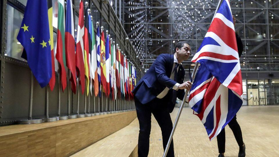 Retiro de la bandera británica de los edificios públicos de la Unión Europea.