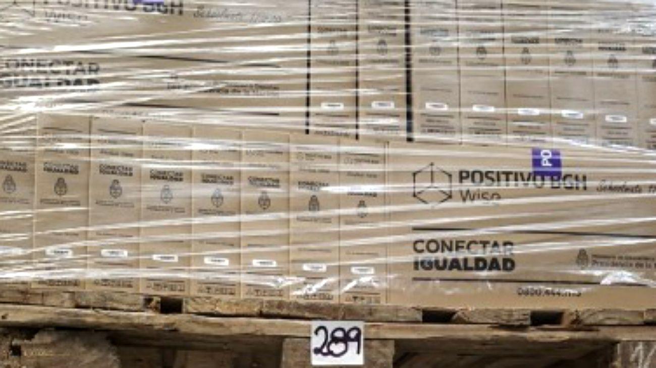 Las pilas de artículos electrónicos con destino educativo en Tortuguitas.