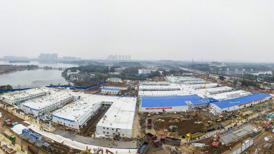 El Hospital Huoshenshan (Montaña del Dios del Fuego) fue terminado este domingo 2 de febrero en Wuhan, epicentro del virus que ya afectó a más de 10.000 personas.