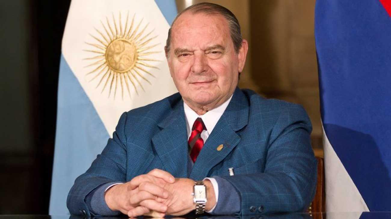 Salvador Chin Cabral.