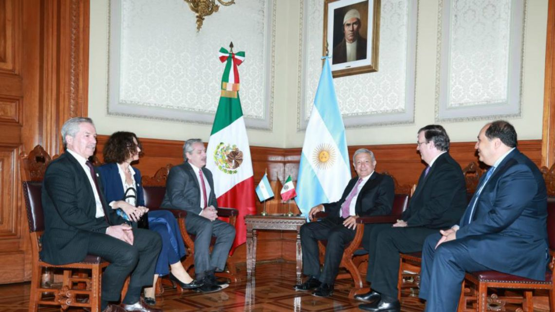 Argentine President Alberto Fernández (Left) with Mexican head of state Andrés Manuel López Obrador (right) in November 2019.