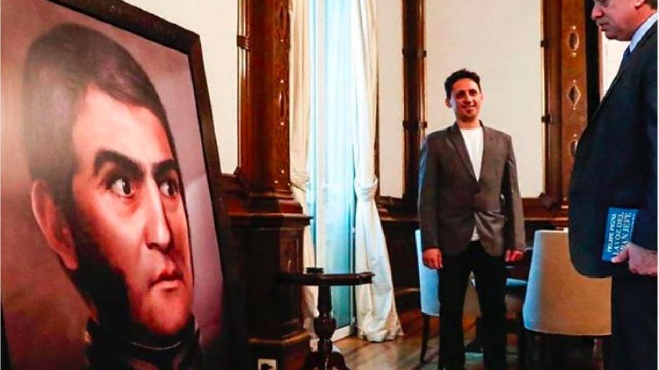 Alberto Fernández mirando a San Martín   Foto:Cedoc