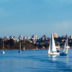 Vista de la ciudad de Paraná desde el río homónimo.