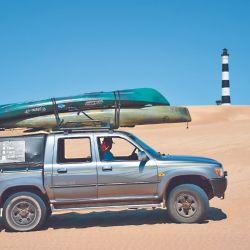 Delegamos la logística a Ricardo Koellner, quien es guía de pesca desde hace nueve años, a la par que cumple la función de taxi 4x4 al Faro Querandí.