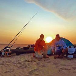 Una vez terminada la pesca, preparamos todo para pasar la noche en la playa.