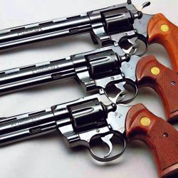 En el primer modelo, las potentes cargas del .357 Magnum provocaban un desgaste prematuro en las ajustadas piezas.