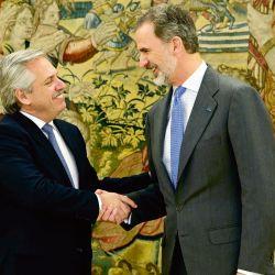 Alberto Fernández y el Rey de España. | Foto:AFP.