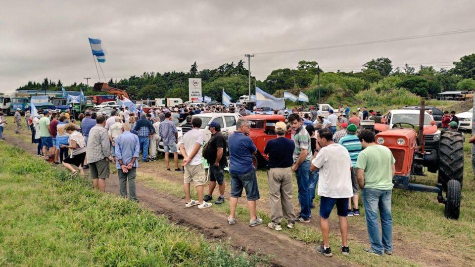 Un grupo de productores se reunieron en San Nicolás para protestar contra las retenciones.