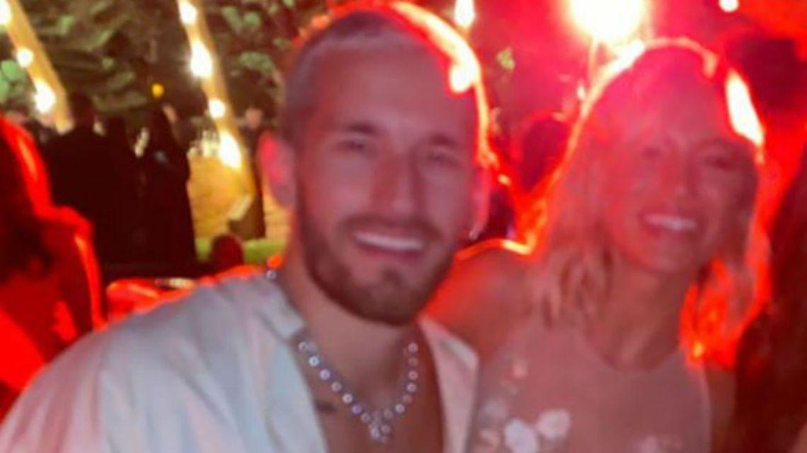 Stefi Roitman y Ricky Montaner, enamorados en un casamiento