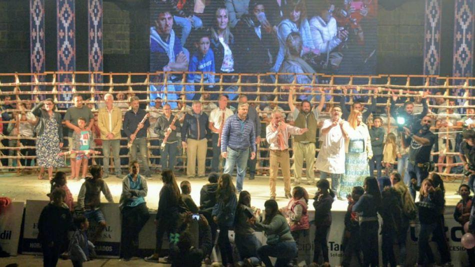 La presentación del salame más largo del mundo fue en la tradicional Fiesta de la Sierra tandilense.