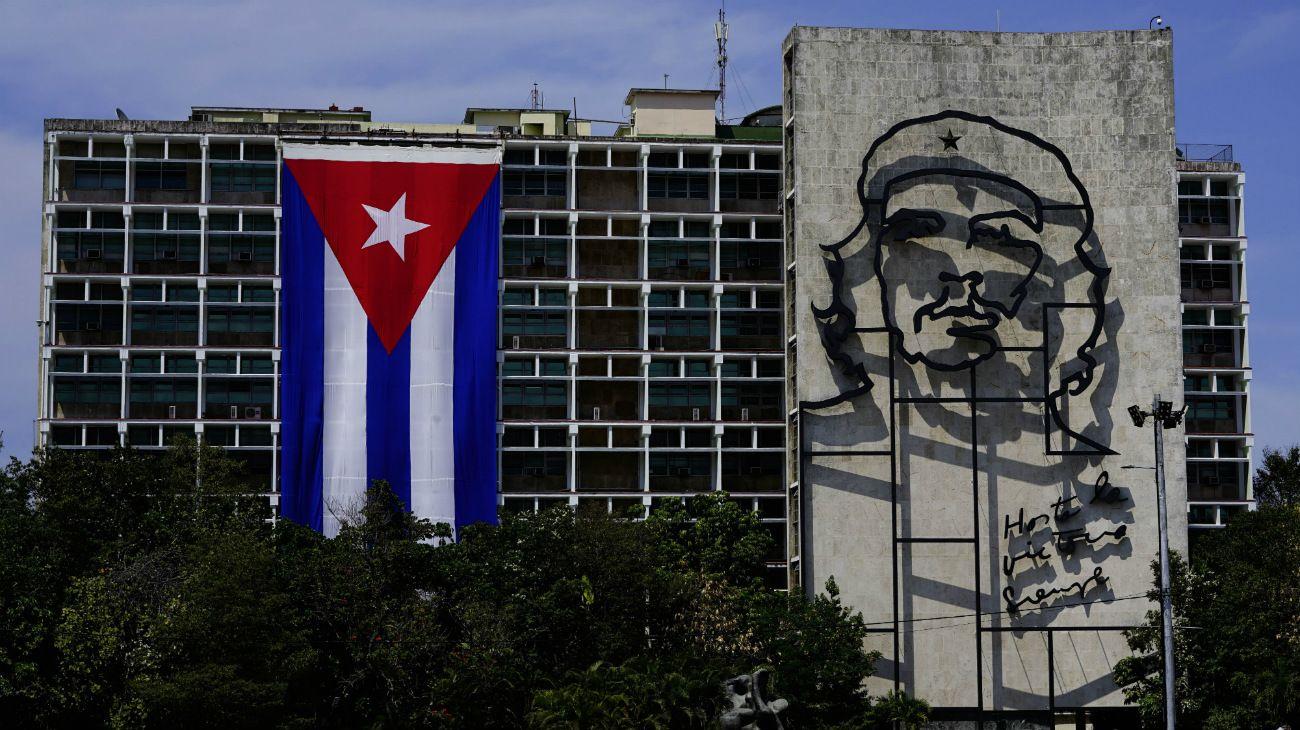 """Human Rights Watch dijo que el gobierno cubano """"continúa reprimiendo y castigando el disenso y la crítica pública"""" mediante""""tácticas represivas, tales como golpizas, denigración pública, restricciones de viaje y despidos de críticos""""."""