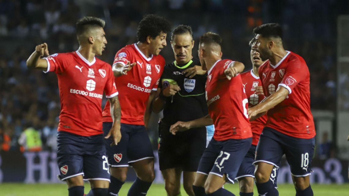 Los hinchas de Independiente insultaron a los jugadores después del clásico
