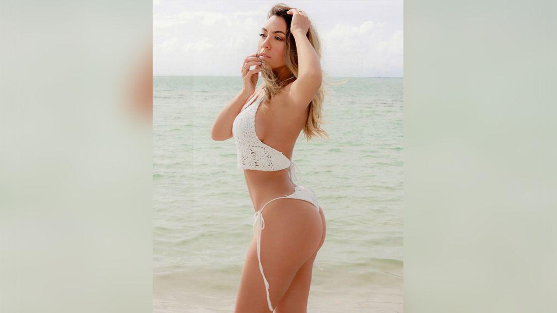 Resultado de imagen para Floppy Tesouro posa con un diminuto bikini