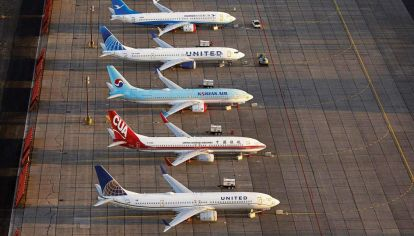 Aviones bajo la lupa: Famosos e influencers proponen no volar