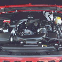 Este Jeep monta el conocido motor naftero Pentastar V6 3.6 de 285 CV y 353 Nm de torque.