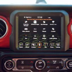 Pantalla de 8,4 pulgadas con conexión para Android Auto y Apple CarPlay.