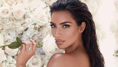 El vestido básico negro al que Kim Kardashian le da un giro
