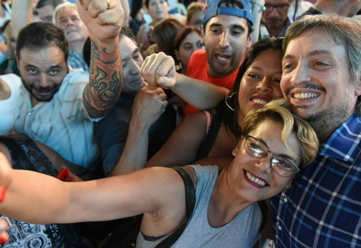 Selfies y sonrisas, en el acto en el que participó Máximo Kirchner en Escobar.