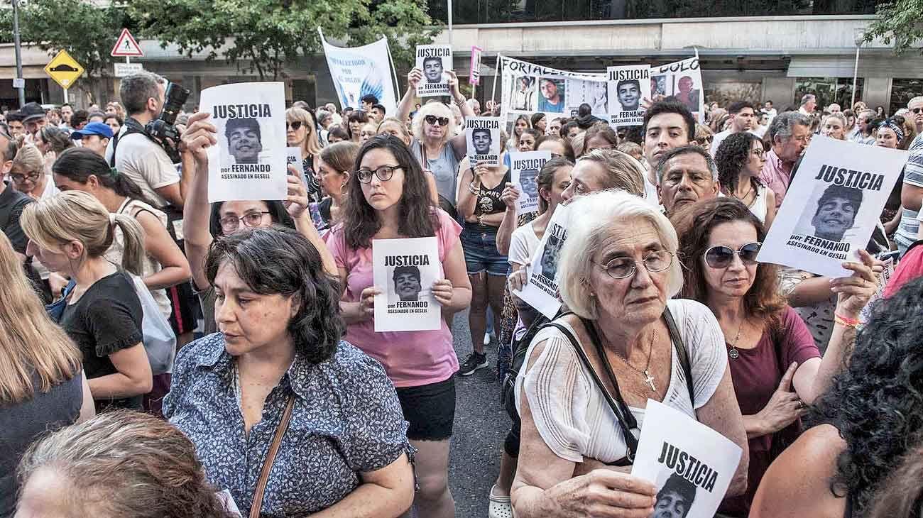 Villa gesell. Un asesinato que provocó en la sociedad una indignación que, a medida que pasan los días, lejos de apaciguarse se incrementa. Debemos reaccionar.