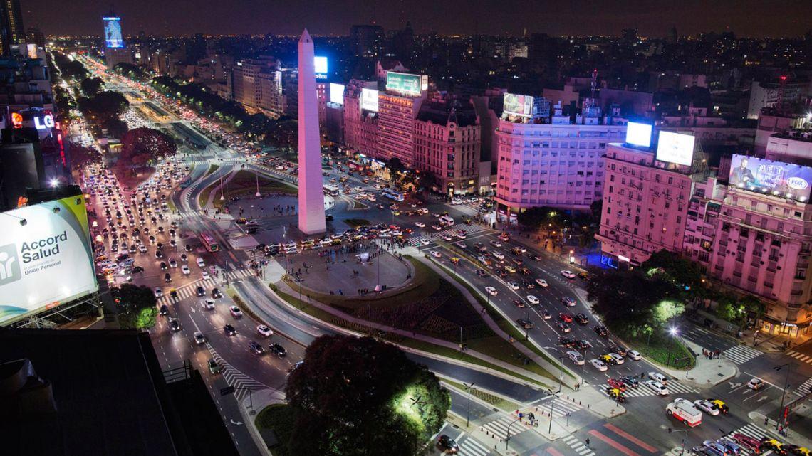 Buenos Aires by night: Avenida 9 de Julio.