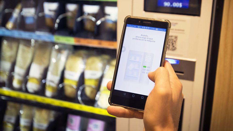 20200215_fintech_smartphone_cedoc_g.jpg