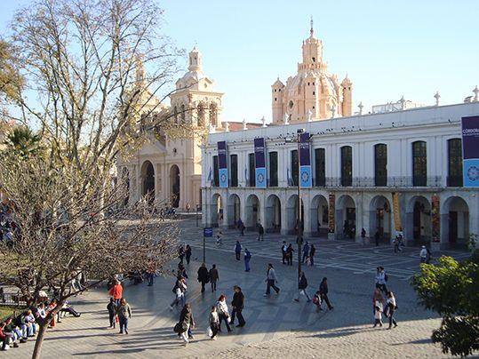 La Catedral, el Cabildo Histórico y la plaza San Martín vistos desde el balcón del Obispo Mercadillo.
