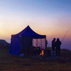 Campamento preparado para pasar una larga noche de pesca.