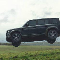 El nuevo Land Rover Defender durante los ensayos de la película de James Bond No Time for Die.