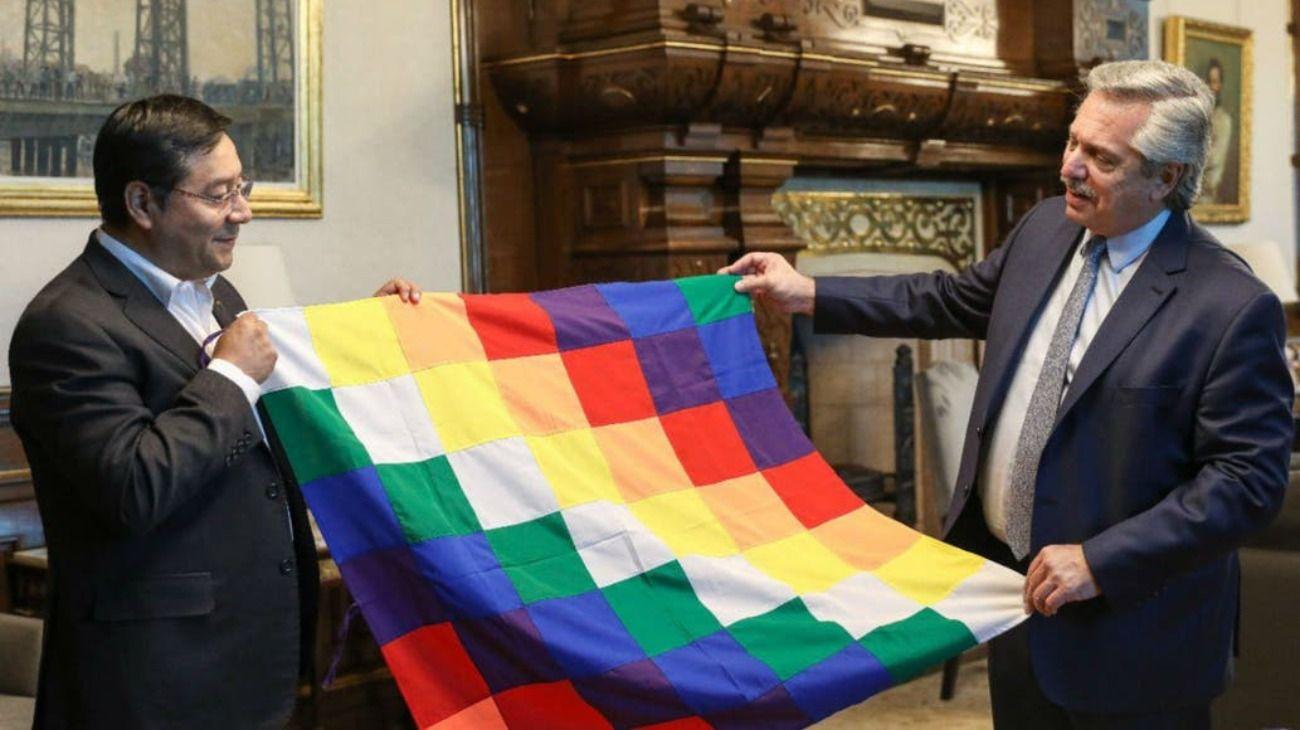 El candidato a presidente de Bolivia del MAS, Luis Arce, junto a Alberto Fernández.