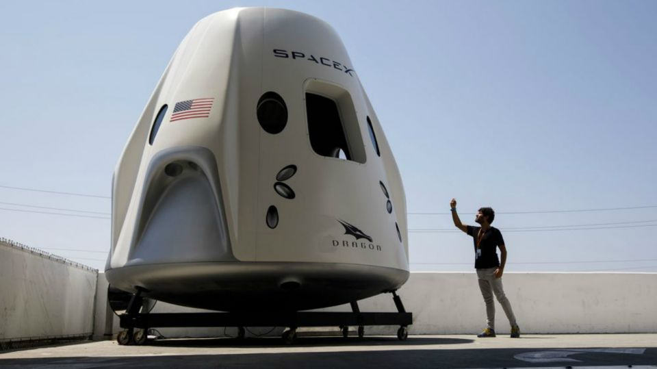 nave crew dragon spacex bloomberg