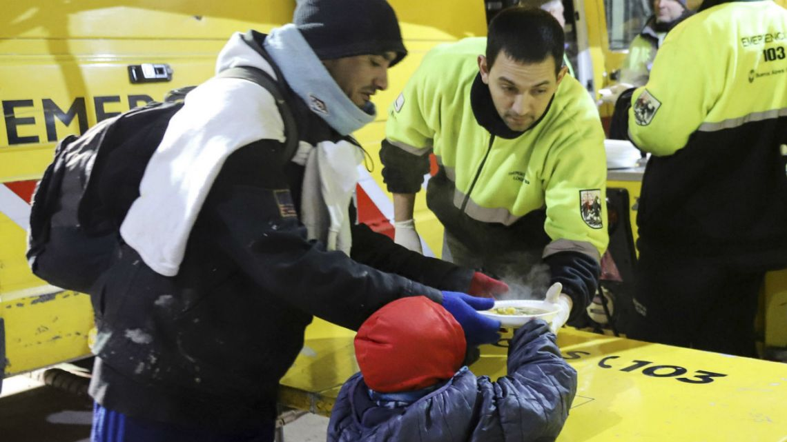 People on the streets receive hot meals while temperatures remain low in this city in 2019.