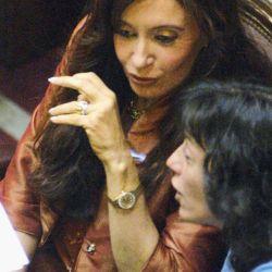 Antes. Cristina Kirchner y Vilma Ibarra en el Senado.  | Foto:CEDOC.