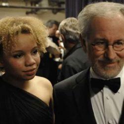 Mikaela y Steven Spielberg