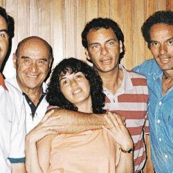 Vilma Ibarra, su padre y hermanos, entre ellos Aníbal.    Foto:CEDOC.