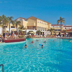 En Los Pinos, en Termas de Río Hondo, el agua termal sale de las canillas. Sus 30.000 m2 de parque son una alternativa a las piscinas.