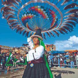 En Oruro las plumas van en la cabeza.