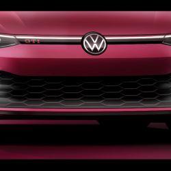 En la primera imagen oficial del nuevo VW Golf GTI se puede apreciar parte del sector frontal