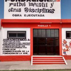 Una obra de otro planeta: el club Berazategui inauguró vestuarios con paneles de energía solar. // Foto: Lorena González y prensa Berazategui