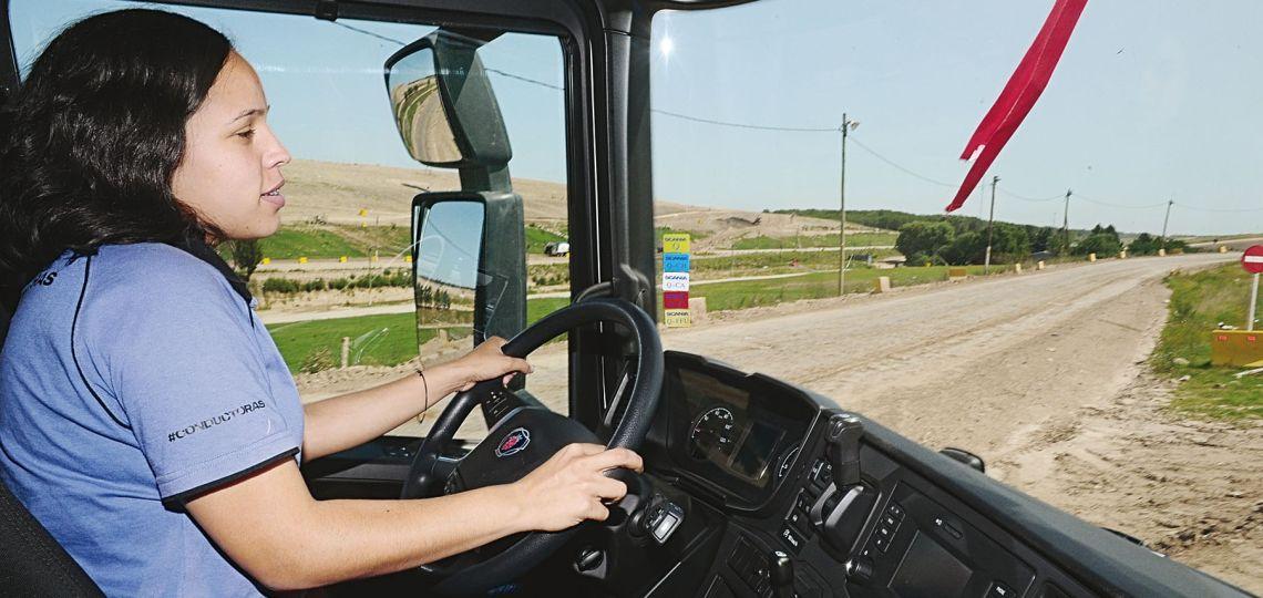 Camioneras: el relato de las mujeres que ejercen esta profesión en el país